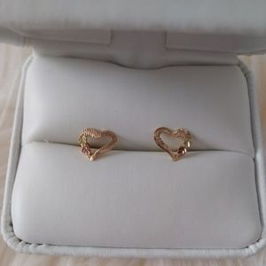 Black Hills Gold Tritone Leaf heart stud earrings